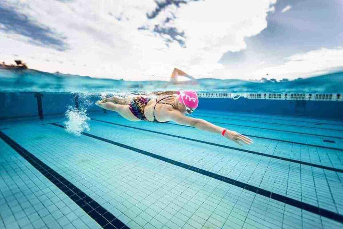Bơi lội là phương pháp điều trị đau thắt lưng cơ năng hiệu quả