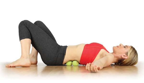 Điều trị đau lưng bằng cách tập với bóng