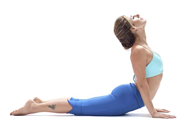 Tập tư thế rắn hổ mang điều trị đau lưng