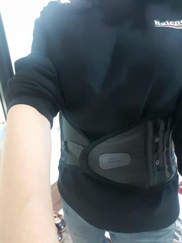 Anh Tùng Họa sĩ dùng đai lưng DiskDr. rất hiệu quả