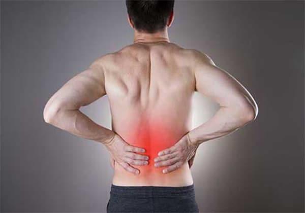 Cơn đau xuất hiện ở vùng lưng