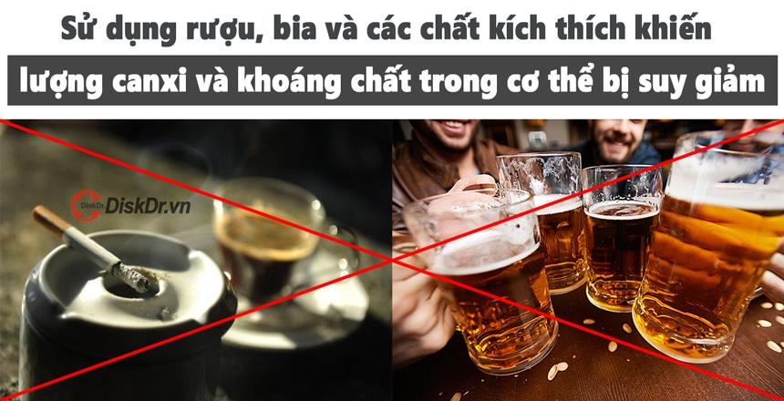 Thoát vị đĩa đệm nên hạn chế sử dụng rượu bia và chất kích thích