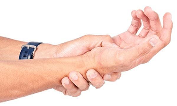 Biểu hiện chân tay yếu của bệnh thoát vị đĩa đệm lưng