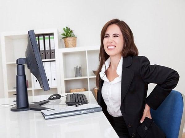 Dân văn phòng là đối tượng rất dễ bị thoát vị đĩa đệm cột sống thắt lưng