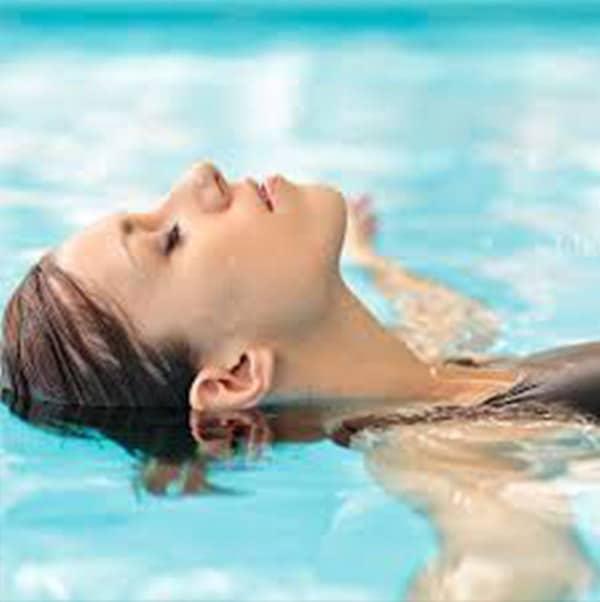 Tập hít thở sâu khi bơi