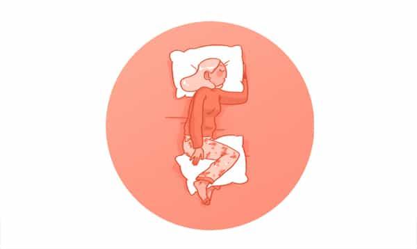 Tư thế nằm nghiêng, kê gối giữa hai chân tốt cho người thoát vị đĩa đệm