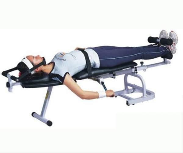 Vật lý trị liệu kéo giãn cột sống bằng máy chữa thoát vị đĩa đệm