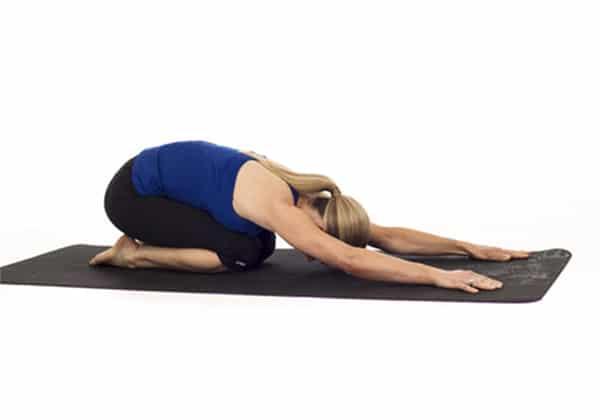 Tập luyện tư thế yoga em bé để điều trị thoát vị đĩa đệm