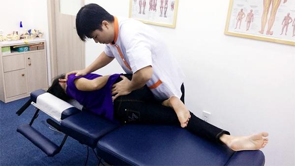 Kéo nắn xương khớp điều trị thoát vị đĩa đệm