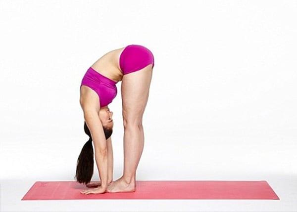 Bài tập kéo giãn cột sống cổ ở tư thế gấp