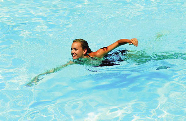 Bơi lội giúp hỗ trợ điều trị thoát vị đĩa đệm hiệu quả