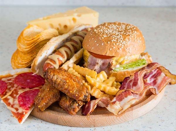 Cần tránh xa đồ ăn chiên rán, nhiều dầu mỡ để điều trị thoát vị đĩa đệm diễn ra thuận lợi hơn.