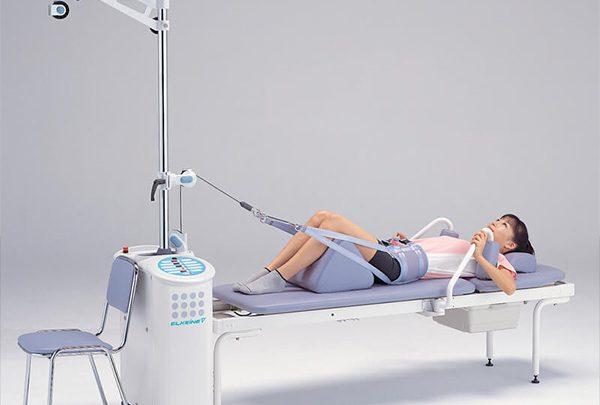 Sử dụng máy kéo giãn cột sống để điều trị bệnh đau lưng