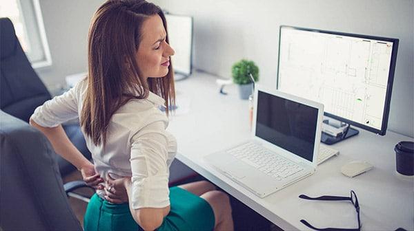 Nhân viên văn phòng là đối tượng dễ bị đau lưng trái