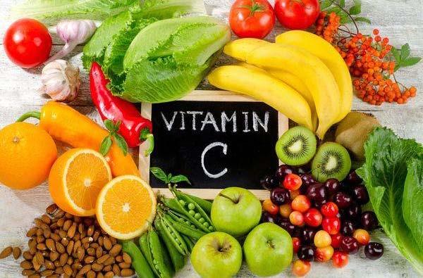 Người bị thoát vị đĩa đệm nên ăn nhiều trái cây giàu vitamin C