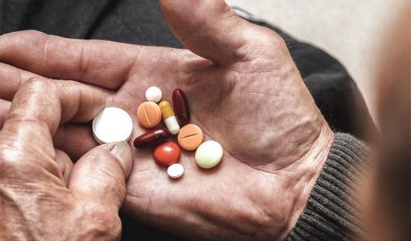Thuốc tây có tác dụng giảm đau nhanh chóng cho người bệnh thoát vị đĩa đệm