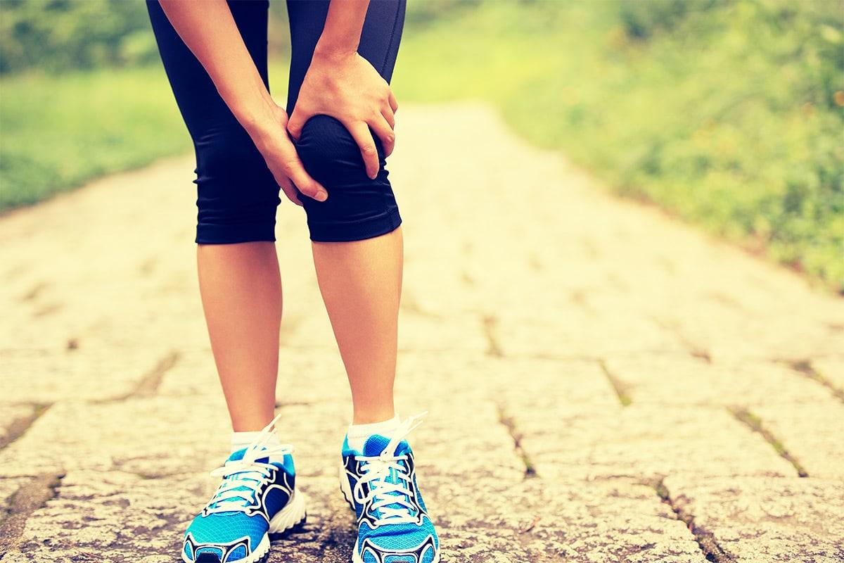 Không nên hoạt động hay đi lại khi có triệu chứng đứt dây chằng đầu gối