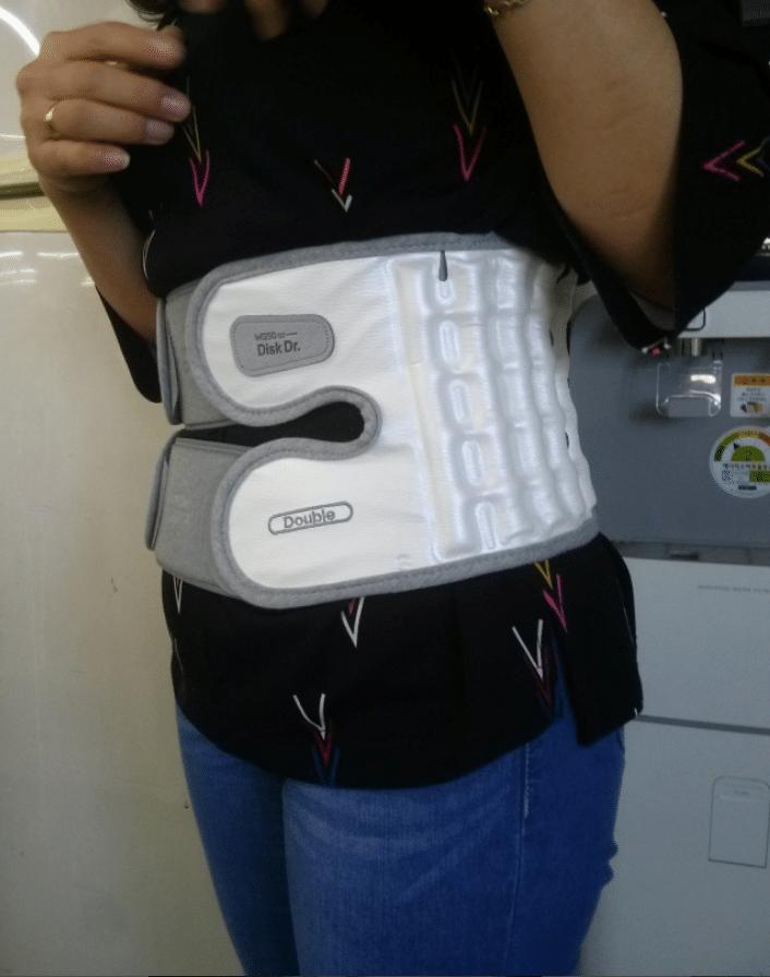 Hình ảnh khách hàng sử dụng đai đau lưng DiskDr