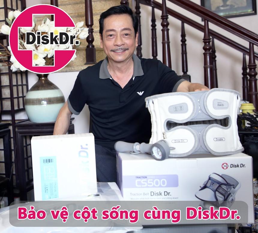 Nghệ sĩ Hoàng Dũng với đai điều trị thoát vị đĩa đệm DiskDr