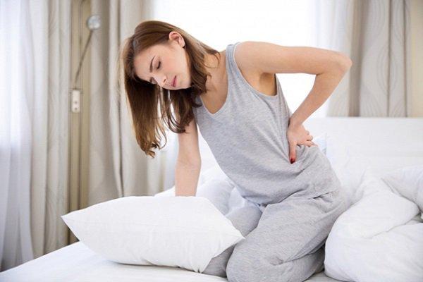 Các mẹ không nên chủ quan với chứng đau lưng sau khi sinh