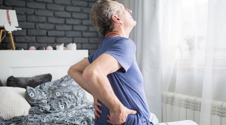 Đau lưng là bệnh lý thường gặp ở người cao tuổi