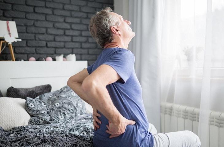 Thoái hóa cột sống thắt lưng gây ra nhiều khó khăn trong sinh hoạt