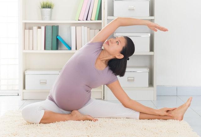 Tập luyện yoga là cách chữa đau lưng hiệu quả cho bà bầu