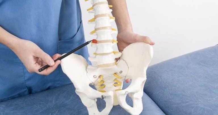 Sau phẫu thuật, người bệnh có thể đối mặt với nguy cơ nhiễm trùng cột sống