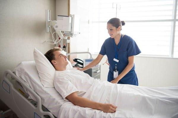 Người phục hồi chấn thương cột sống cần được chăm sóc một cách cẩn thận
