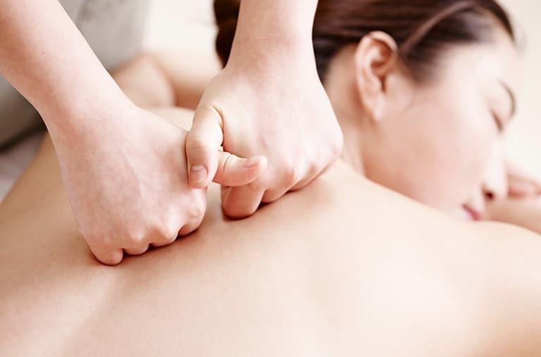 Cách massage giảm đau lưng hiệu quả