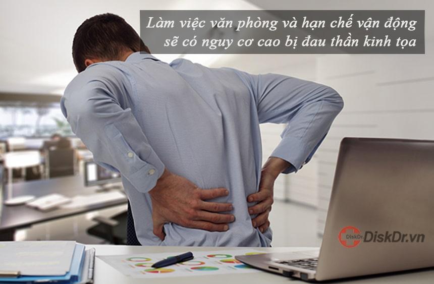 Người làm văn phòng có nguy cơ cao bị đau thần kinh tọa